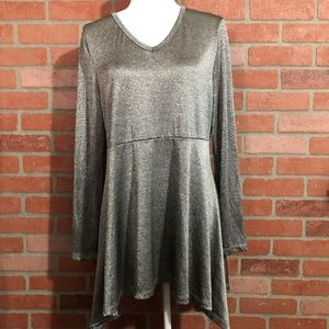 New Directions Silver Shimmer Shark Bite Tunic - L